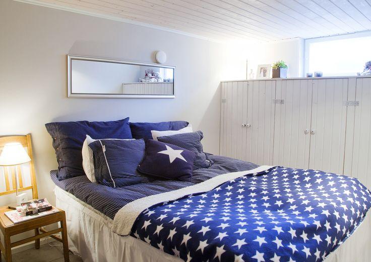 Sininen ja valkoinen ovat varma väripari, joka pitää pintansa vuodesta toiseen. Katso Unelmien Talo&Kodin vinkit merihenkiseen sisustukseen.