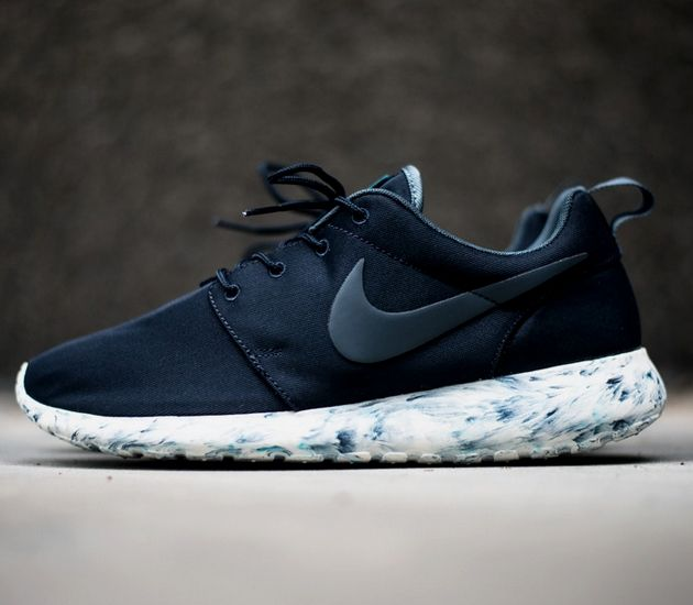 Nike Roshe Run – Marble Obsidian. A simple aesthetic twist on the soon to be classic Nike Roshe Run.