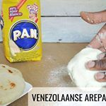 De Venezolaanse AREPA is z gemaakt glutenvrij en lekkerrrr AREPA Lekker met kaas vis of vlees Recept link in profielarepa venezolaans ontbijt glutenvrij lekker snelgemaakt makkelijk met kaas jam vis seitan tofu vlees httptinyurlcomlporj