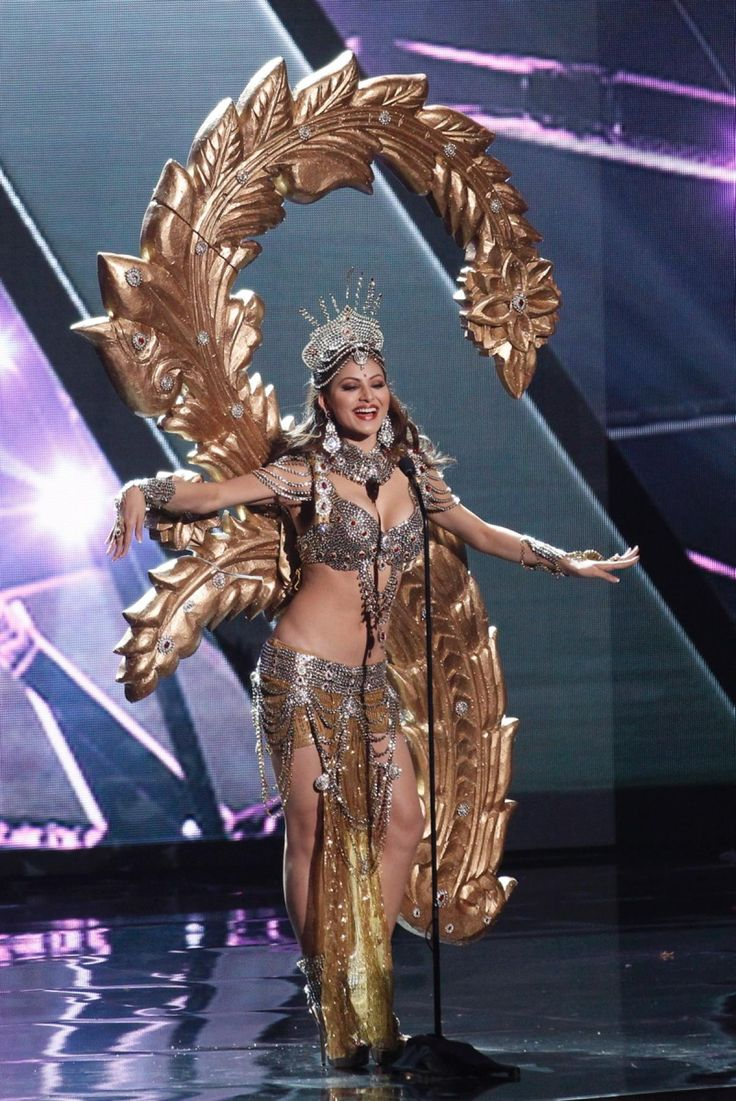 Miss India, Urvashi Manvar Singh Rautela, does a traditional Indian dance during the national costume section of the 2015 Miss Universe pageant.