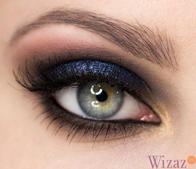 Another navy and black dramatic eye makeup. SO GORGEOUS! http://wizaz.pl/Makijaz/Szkola-makijazu/Granatowy-makijaz-oczu#