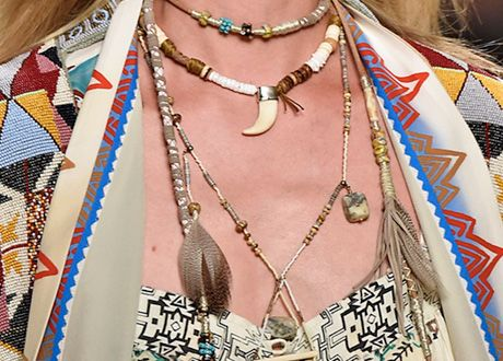 Mode passend zum Hippi Glam Look