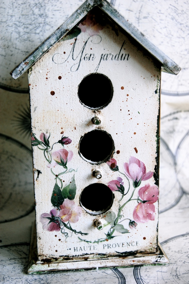 Mon jardin. wooden bird house