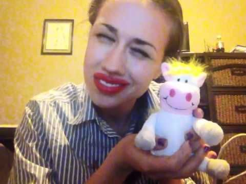 WHAT'S IN MY BAG (Miranda Sings) Oh my goodness! Haha. My new favourite person, I think!