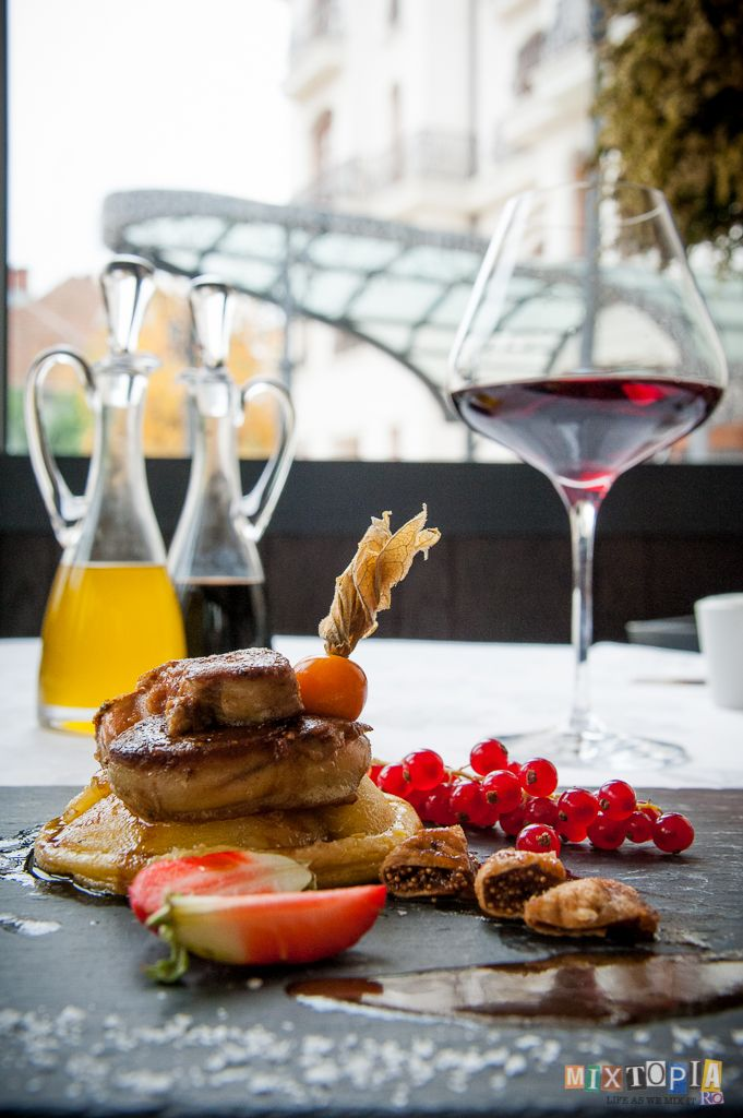 #red food for #food passionates!   apple tarte with pan seared foie gras and fig marmelade and a glass of red wine