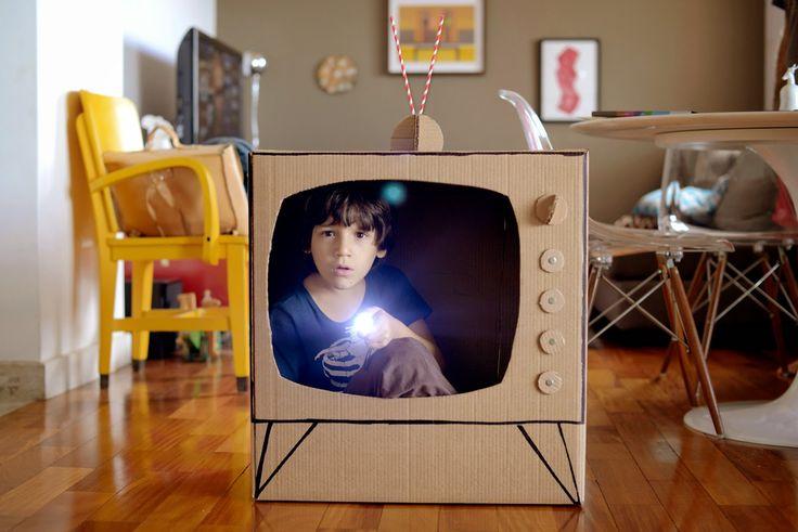 Estéfi Machado: TV em 6 D! * televisão de papelão