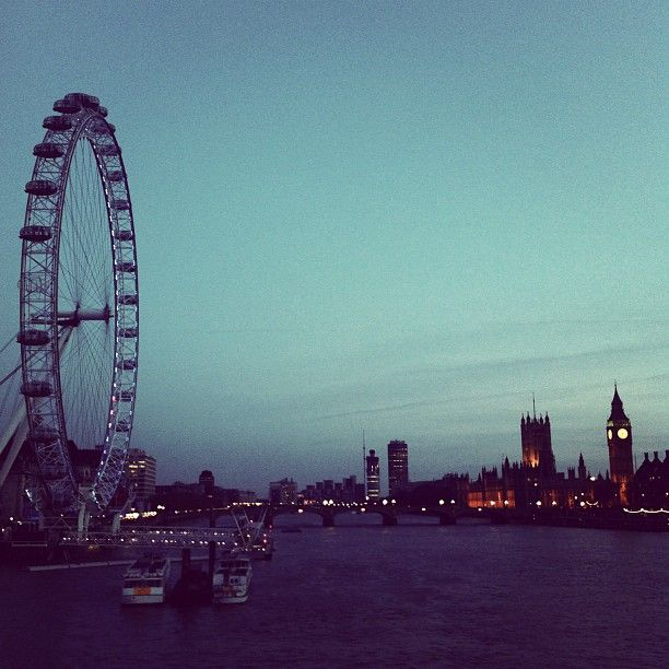 Sun sets behind The #London Eye, Westminster 9°C I 48°F #BurberryWeather