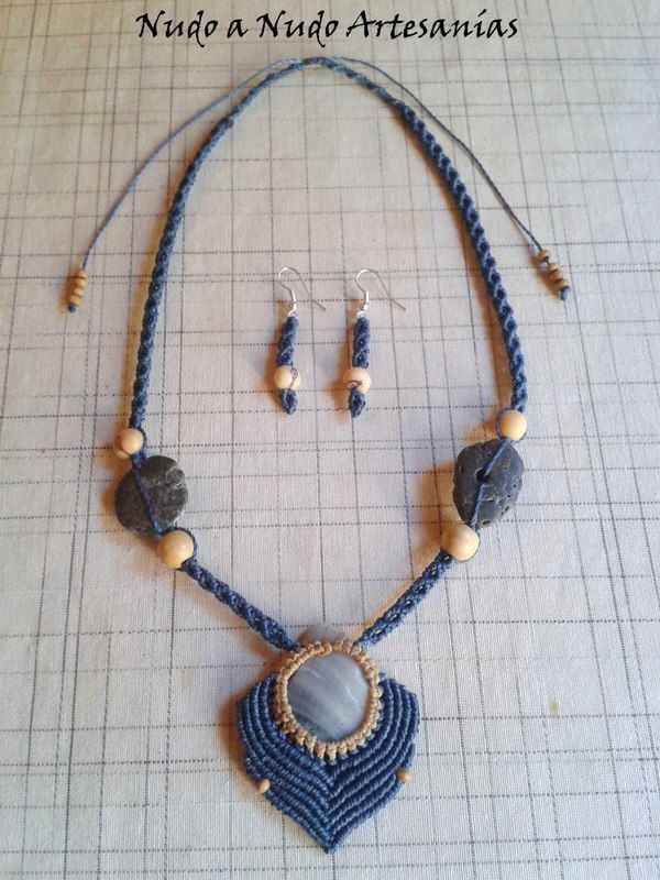 Cod. NANCLL-023. Collar realizado con la técnica del macramé, piedras, semillas y bolas de madera.