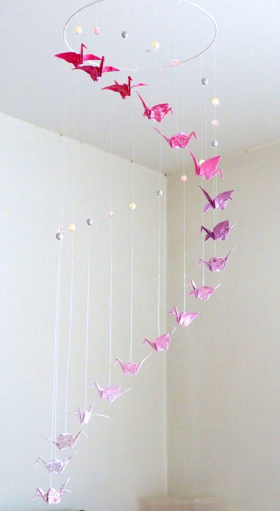 """Mobile bébé origami """"Spirale"""" rose & blanc, Grues et Perles - http://mademoiselle-origami.alittlemarket.com https://www.etsy.com/fr/shop/mademoiselleorigami"""