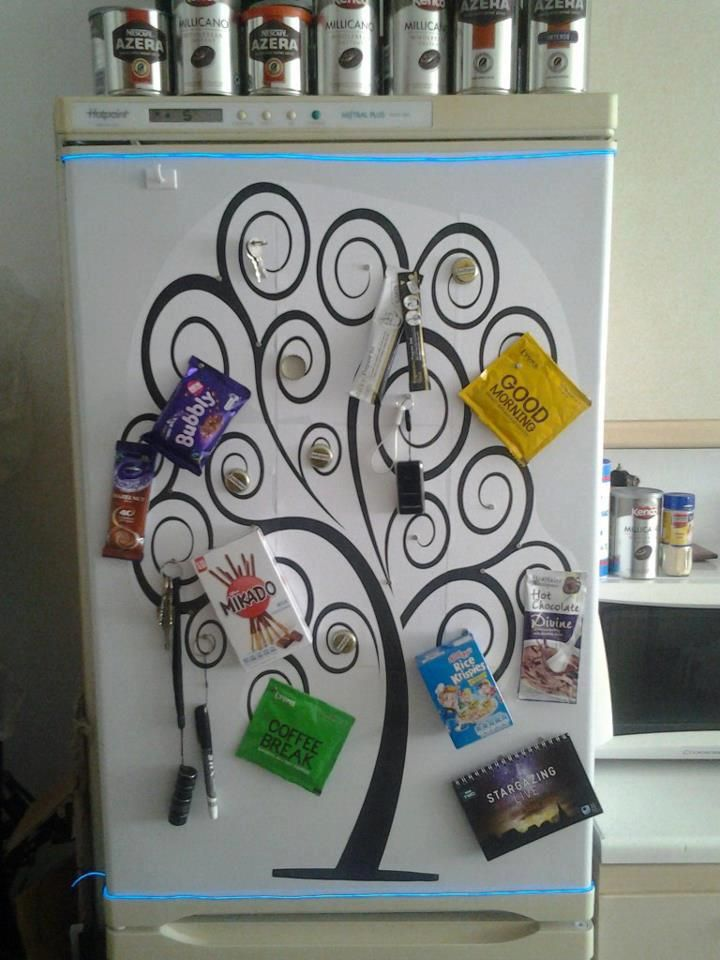 I don't know about you, but if I had this fridge, I'd never forget my keys again! Taking fridge magnets to a whole new level. #fridge #art #fun #creative