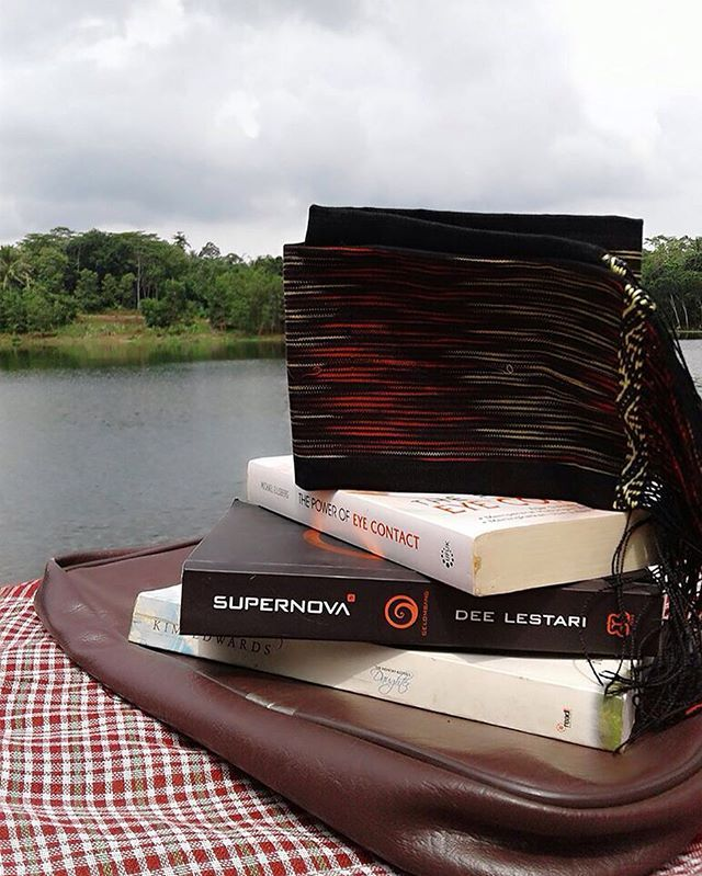 This is our weekend will be like: sitting by the lake while reading our favourite books. How are you going to spend your weekend?  Pictured: Ulos Mangiring 150x32cm IDR 285,000,- get in touch with our whatsapp number if you are interested +62 859 54120174 | UlosbyOti |  #UlosbyOti #UlosMangiring #Ulos #UlosFashion #Tenun #Batak #Woven #WorldWoven #WovenFashion #TraditionalWoven #TraditionalFashion #Traditional #Fashion #FashionTenun #IndonesiaFashion #WorldFashion #Tarutung #TapUt #Medan…