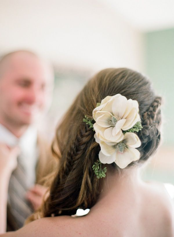 Love this bride's side swept fishtail braid and flower combo!Hair Ideas, Braids Hairstyles, Floral Design, Bridal Hair, Fishtail Braids, Hair Style, Wedding Hairstyles, Southwest Style, Flower