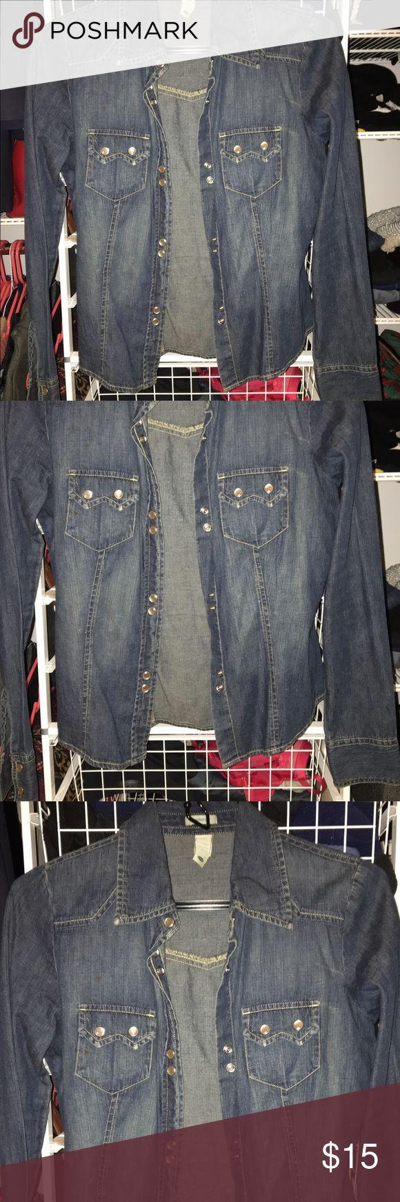 Old Navy Chambray Shirt Old Navy Chambray Shirt - Jean Button Down Old Navy Tops Button Down Shirts