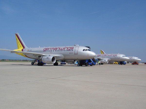 148 emberrel a fedélzetén lezuhant a francia Alpokban egy repülőgép