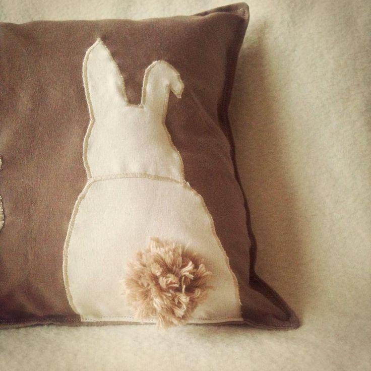 Coussin lapin et son petit pompom !