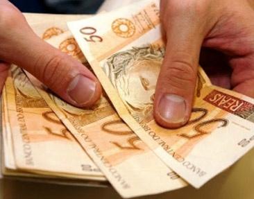 Congresso aprova novo salário mínimo  Lei de Diretrizes Orçamentárias (LDO) de 2013, segue agora para sanção presidencial   O plenário do Congresso aprovou a Lei de Diretrizes Orçamentárias (LDO) de 2013, que agora segue para sanção presidencial. A LDO define os parâmetros para a realização do Orçamento. A Lei prevê, entre outros pontos, que, no ano que vem, o valor do salário mínimo será de R$ 667,75. Atualmente, o salário mínimo é R$ 622, um reajuste de 7,35%.     Enviada ao Congresso em…
