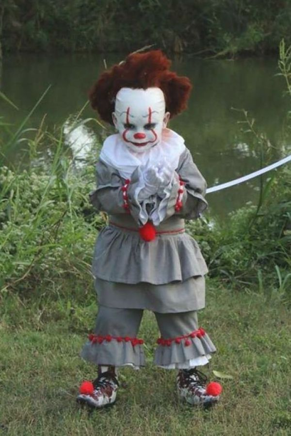 Minecraft Halloween Costumes For Kids 2020 S.A. 4 year old's Pennywise costume is winning hearts, contests in