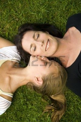 Mother and daughter outdoors on a Spring day Banque d'images