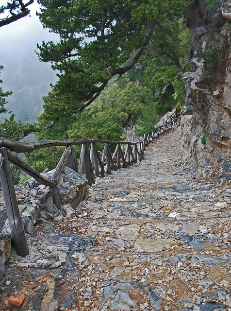 VISIT GREECE| Steep stairs at the beginning of Samaria Gorge, #Crete #Greece #Grekland