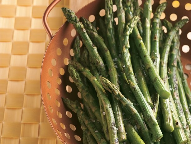 ASPARAGUS ON THE GRILL *Grill. http://www.bettycrocker.com/recipes/asparagus-on-the-grill/7d9c908e-164e-46bc-a2f1-6474ee17b934 #asparagus