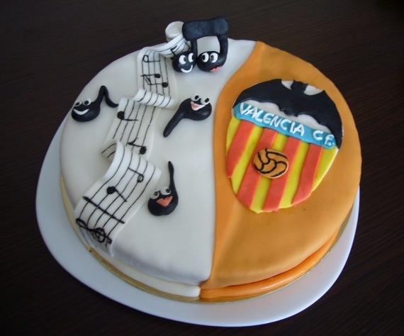 Tarta del Valencia C.F. con notas musicales