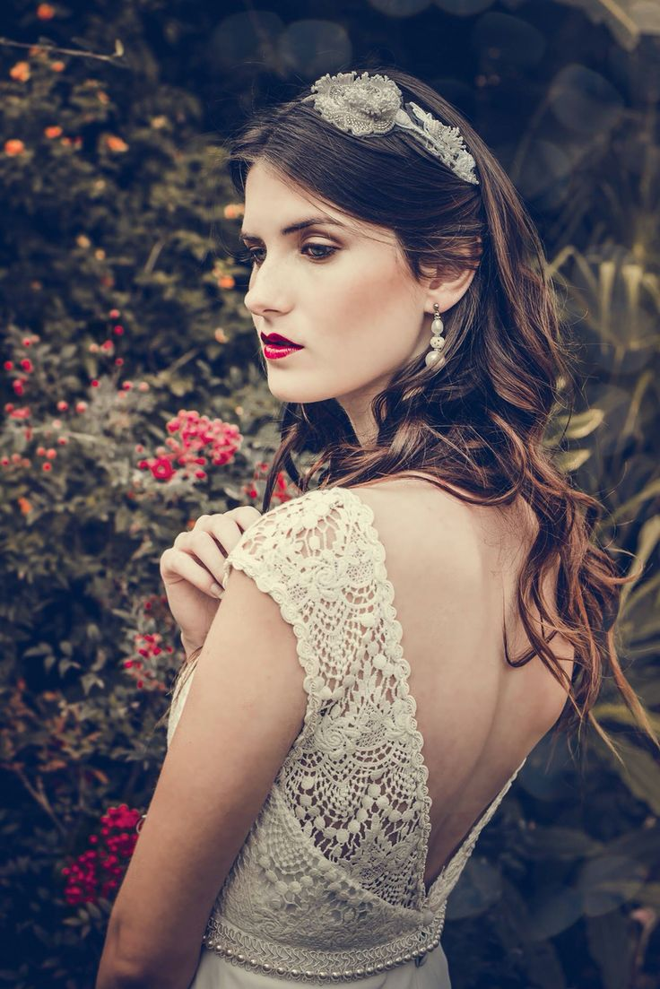 Vestido bohochic de macramé. #boxinwhite #vestidodenovia #novias #weddingdress #brides #weddingphotography #weddingstyle #romanticstyle #headpiece #weddingideas #lace #bohobride #bohemianstyle #bohochic #macrame