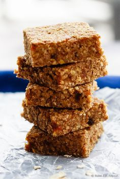 Apple Cinnamon Energy Bars - Easy apple cinnamon energy bars that mix up quickly and are a hit with the kids - plus you can be happy they get a healthy snack that will keep them going!