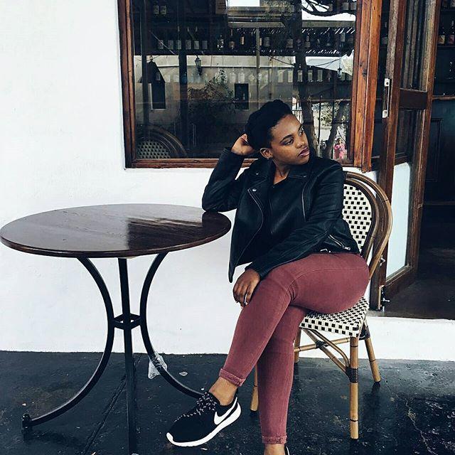 Riebeek Kasteel Throwback... : @ash_pearce18.#travelthursdays #travel #traveldiaries #capetown #riebeekkasteel #mrpfashion #nike #nikewomen #rosheruns #black #white #fun #explore #leather #sablogger #blogging #lifestyleblogger #naturalhair