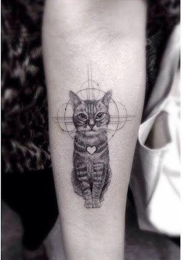Este gato incrível tatuagem http://tatuagens247.blogspot.com/2016/08/miniatura-animal-tatuagens-para-mulheres.html