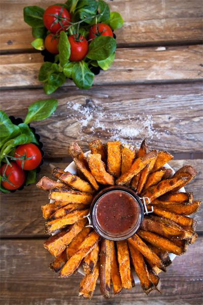 Knusprige Süßkartoffel Pommer aus dem Ofen.  Easy Sweet potato fries