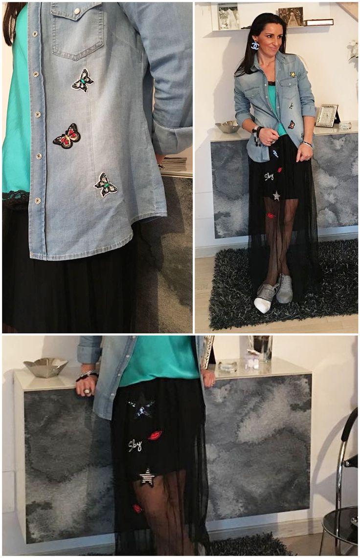 AnnaCristy Camicia in jeans con applicazioni patch Canotta sottoveste in raso con pizzo Gonna lunga in tulle con patch