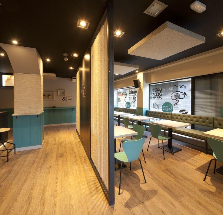 Suelo VinylComfort en acabado vinílico roble instalado en el bar GPS en Astorga
