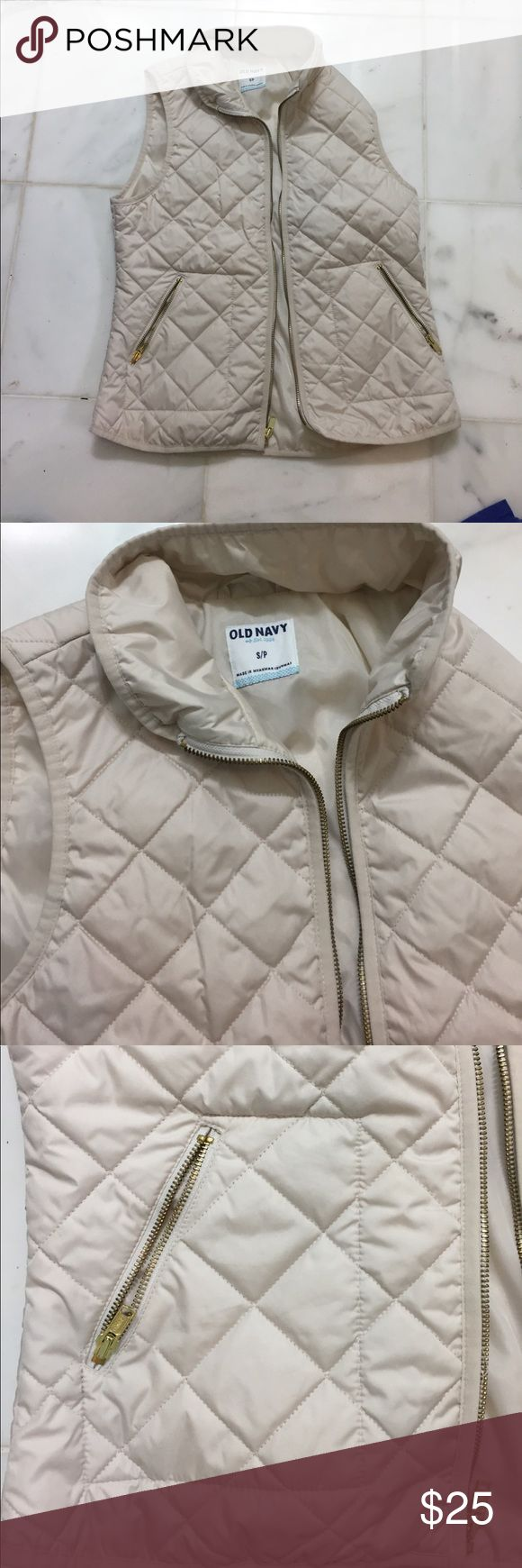 🆕 Old navy ivory quilted vest 🆕 newly listed!!  Worn twice in excellent condition. Smoke free home Old Navy Jackets & Coats Vests