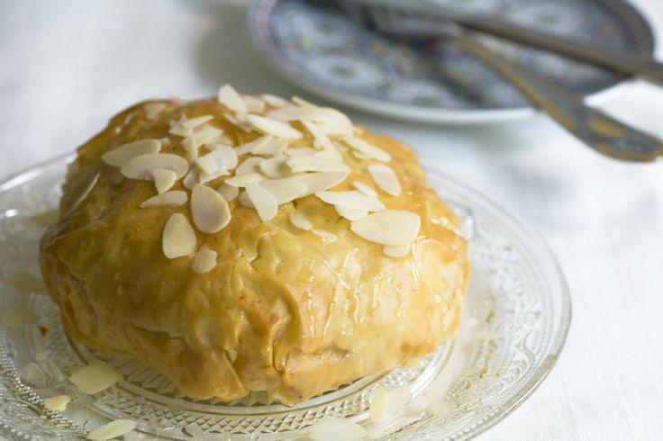 """Speciaal voor Culy schrijft de Noord-Afrikaanse Melika (eigenaresse van Queens Kitchen) een stuk over bastilla, een prachtig gerecht van filodeeg met een vulling vol smaakexplosies. Mijn moeder belde mij er speciaal voor op """"Melika, ze maken bastilla in De Wereld Draait Door!"""" en vervolgens """"…met duif!"""". Meesterkok Robert Kranenborg is natuurlijk een eersteklas chef maar …"""