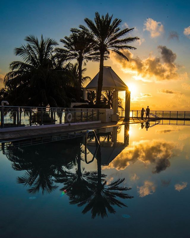 Around the world with me - Diplomat Beach Resort - Hollywood - South Florida * ********* Sunrise Reflection Perfection & the Lovebirds -  I'm having a fantastic staycation  at @diplomatbeachresort @curiocollection .The new restaurants are amazing and I had one of the best massages ever at their Spa. Happy to rediscover the new Diplomat. #RediscoverDiplomat #DiscoverWhatsInside #citiesbycurio #spon **********#sunrise  #nature #sun #sunset #sky #beach #weather #florida #floridalife…