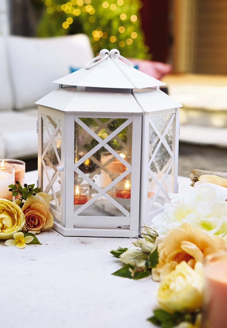 With stunning white decoration, the new PartyLite Lattice Mirrored Lantern spreads a charming summer glow reminiscent of joyful get-togethers in the garden! You can even hang as a sconce or place two lanterns back-to-back for a real statement piece.