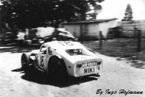 A carretera de Camilo Christófaro, ainda em suas primeiras versões, com aqueles pneuzões diagonais de caminhão