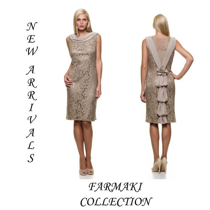 Φόρεμα μίντι, ίσια γραμμή ντραπέ μουσελίνα στο ντεκολτέ και ουρά πίσω. Ύφασμα δαντέλα μουσελίνα.