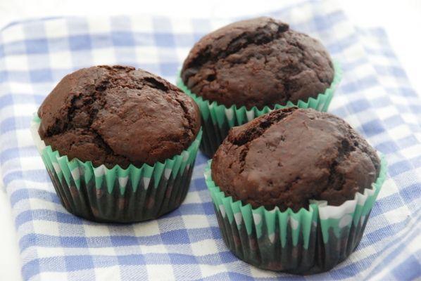 Chokolade muffins med chokoladestykker