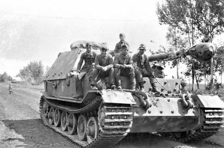 SdKfz 184 Ferdinand and his crew