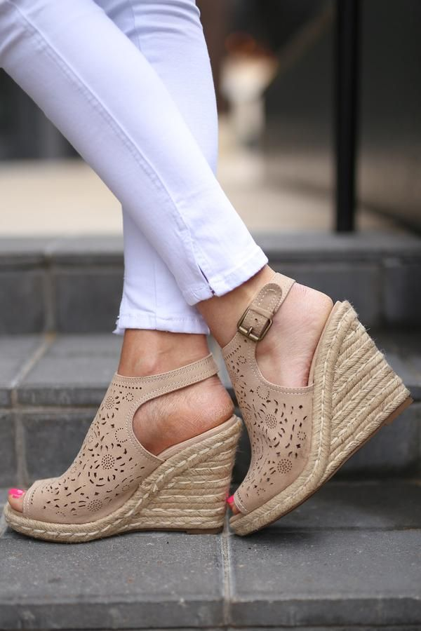 Right On Cue Wedges - Tan