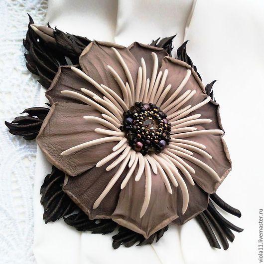 """Броши ручной работы. Ярмарка Мастеров - ручная работа. Купить """"Три шоколада"""" Брошь цветок натуральная кожа жемчуг. Handmade."""