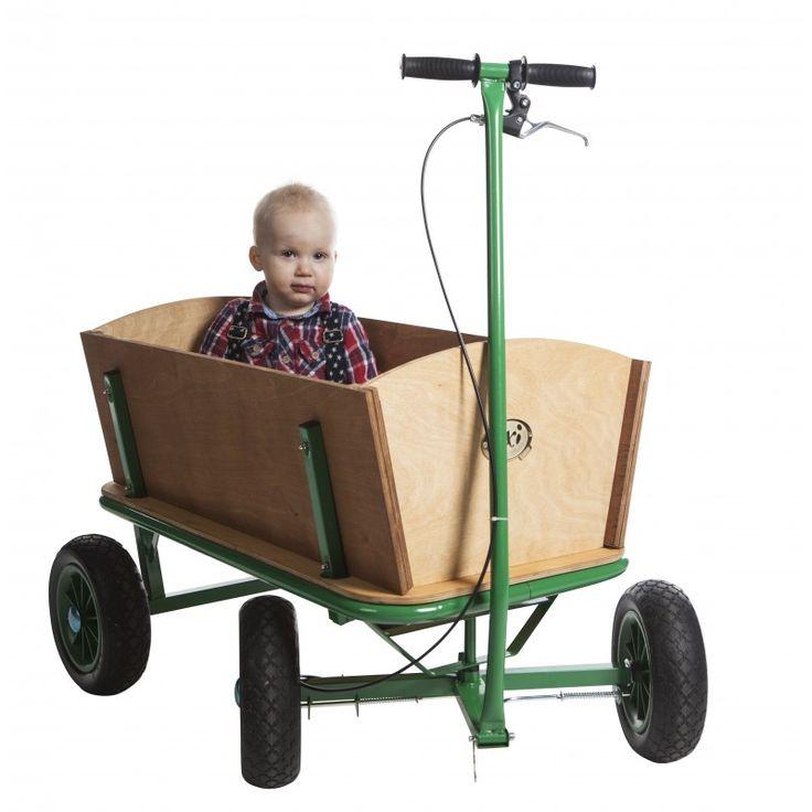 En extra stor skrinda i robust konstruktion av metall och trä med fyra stora däck. Klarar last upp till 80 kg. Utrustad med parkeringsbroms.  Fakta Vikt 16 kg. Maxvikt 80 kg. Storlek. Stabil metallkonstruktion. Färg: Grön. Tillverkare: Axi.