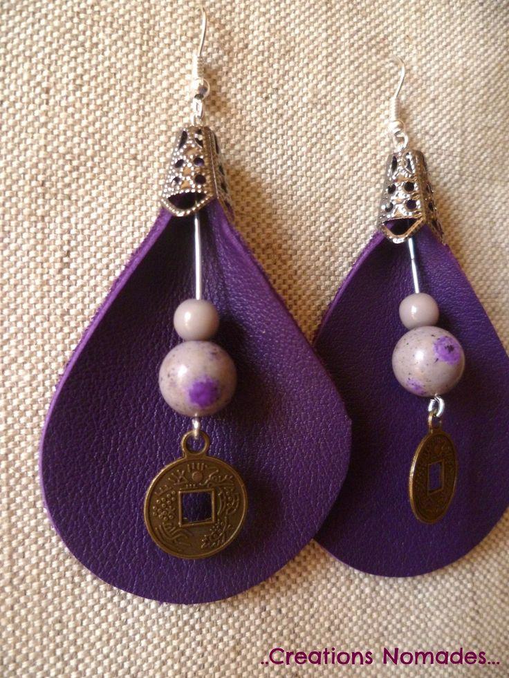 Boucles d'oreille percées en cuir violet et pierres fines Howlite : Boucles d'oreille par creations-nomades