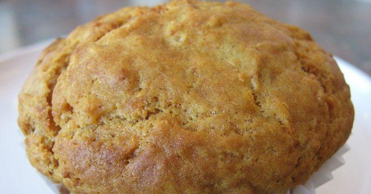 Très bon et nutritif pour le petit déjeuner. MUFFIN AUX CAROTTES, DATTES ET MIEL Mélange #1 -2 œufs -1/4 tasse de beurre -1/2 tasse de m...