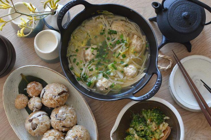 "좋아요 872개, 댓글 29개 - Instagram의 か わ も と み さ(@bijou7231)님: ""11.6 今日のお昼。 ・鶏団子スープ ・きのこの炊き込みごはん ・ブロッコリーと卵の胡麻マヨサラダ 鶏団子は長葱と生姜たっぷりで。 炊き込みごはんはエリンギ、椎茸、えのき、揚げ。…"""