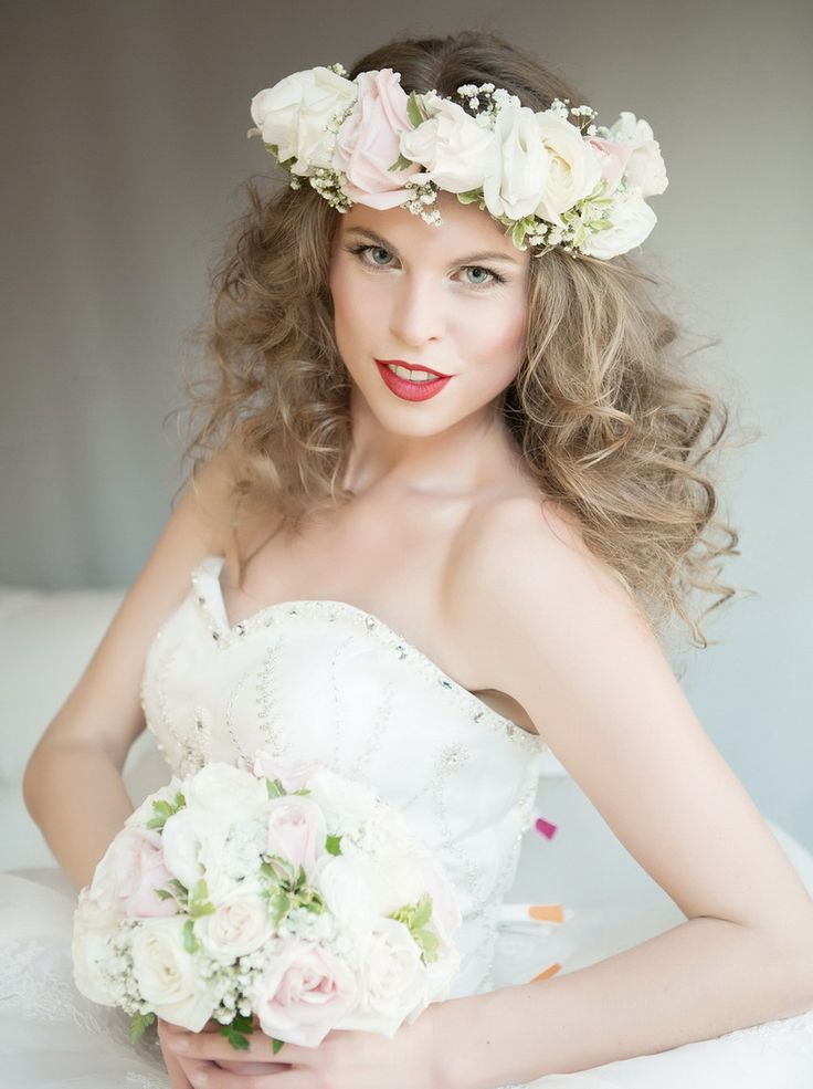 Wedding hairstylie with loose hair and flower crown