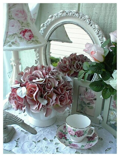 beautiful rose vignette with mirror shabby chicness. Black Bedroom Furniture Sets. Home Design Ideas