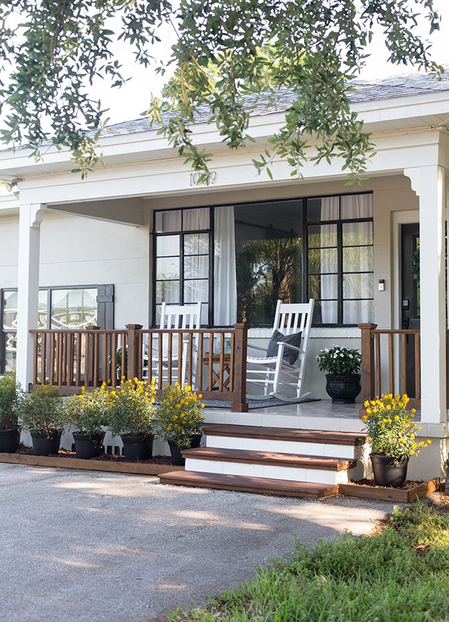 Diy Budget Friendly Front Porch Reveal With Lowes Sponsored Porch Design Front Porch Makeover Modern Farmhouse Exterior