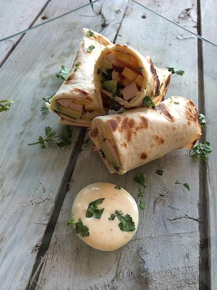 Wraps with smoked chicken, mango and avocado | Wraps met gerookte kip, mango en avocado | Recipe on www.francescakookt.nl
